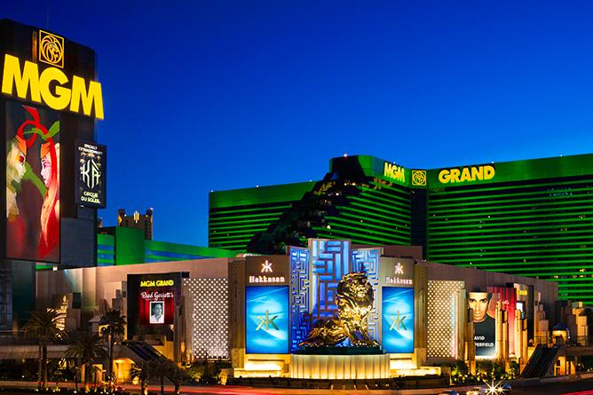 http://lasvegassuites.com/wp-content/uploads/2016/02/mgm-grand-hotel-mgm-grand-exterior-hero-shot-@2x.jpg