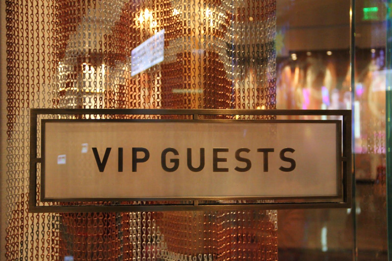 http://lasvegassuites.com/wp-content/uploads/2016/10/VIP-Guests.jpg
